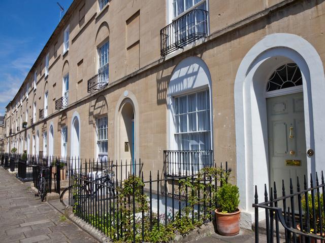 Straße mit Wohnhäusern in Bath