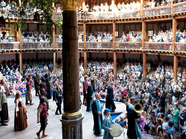Referendarsfahrt London 2018: Aufführung in Shakespeare's Globe Theatre